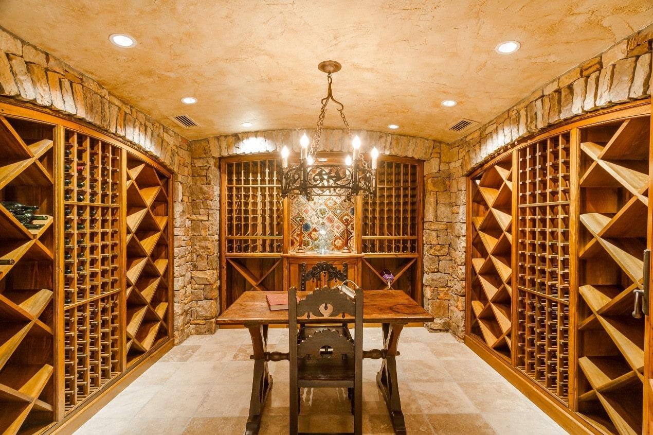 <h2>私人酒窖别墅空间利用设计</h2>